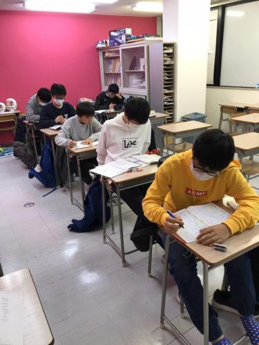 テスト勉強みんな頑張っています