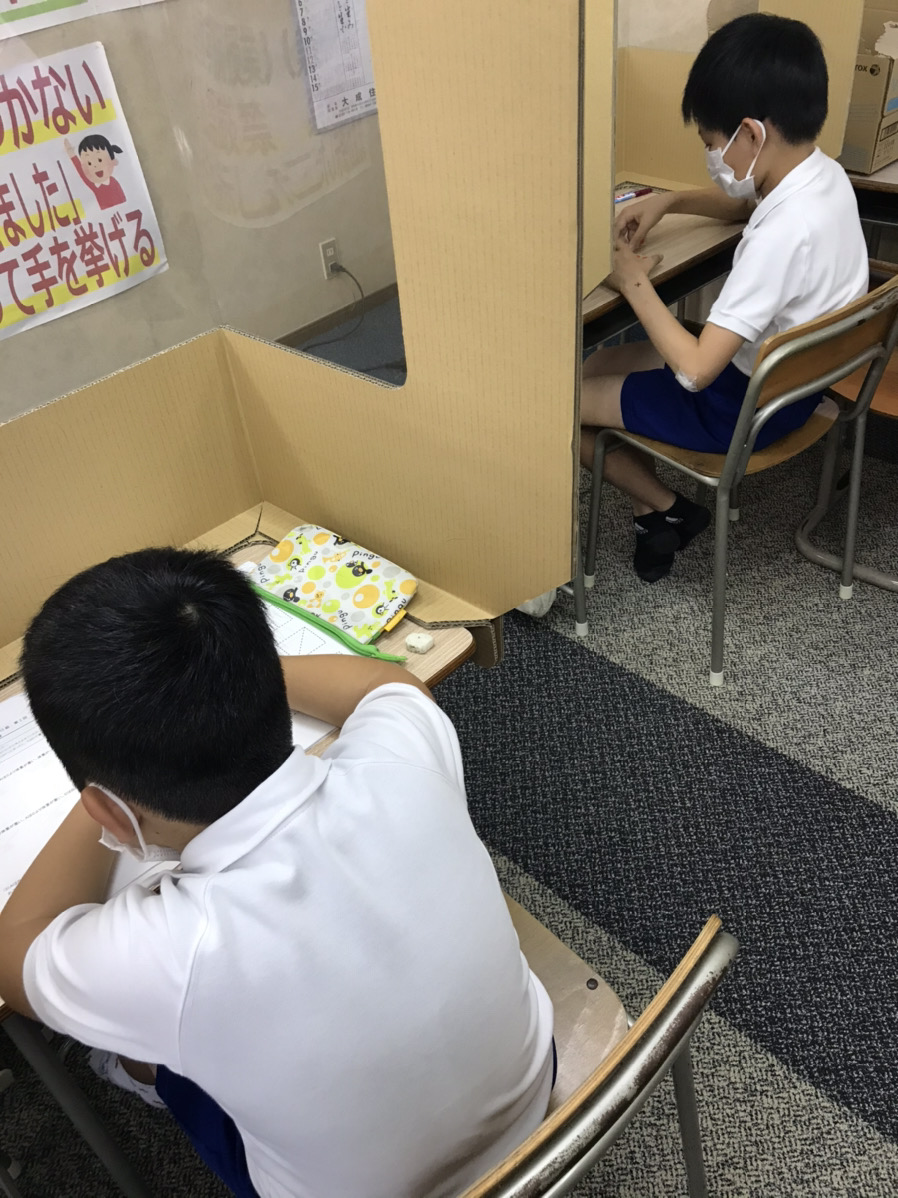 養老町の高田校です。夏期講習中でもパズル道場も頑張っています!