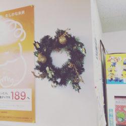 大垣市 外渕校 クリスマスの飾り付け始めました。