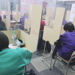 養老町の高田校です。中3は英文法の復習をしています!